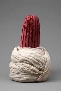 Ottoman turban, 2nd half of 16th c. The pleated red velvet part is called külah - as it was in Persia. The ensemble - kulah and turban - were in the estate of Archduke Ferdinand II of Austria from 1596.