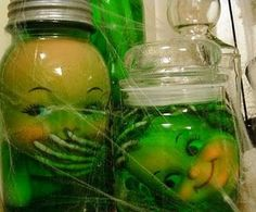 Freaky jars with doll parts and green food colored water for halloween. For the love of Halloween! Halloween Hacks, Scream Halloween, Fröhliches Halloween, Hallowen Ideas, Halloween Party Decor, Holidays Halloween, Halloween Cupcakes, Creepy Halloween Food, Creepy Food