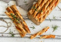 Palitos de hojaldre sabor pizza Spanakopita, Catering, Carrots, Pineapple, Picnic, Turkey, Food And Drink, Bread, Snacks