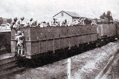 Royal Dublin Fusiliers on the Armoured Train in Natal in November 1899 during the Boer War Railroad Pictures, British Armed Forces, The Siege, Train Art, British Colonial, Panzer, African History, British Army, Military History