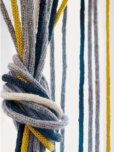 blog de decoração - Arquitrecos: Cortinas de porta para fazer em casa!! Chrochet, Knit Crochet, Diy And Crafts, Arts And Crafts, Yarn Bombing, Chunky Yarn, Home Office Design, Crochet Doilies, Needle And Thread