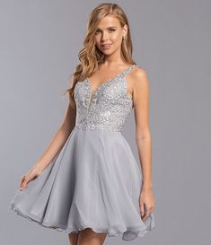 Homecoming Queen The First Jewelry: Early Humans Were Into Beauty, Too! When do you think humans sta Vintage Hollywood, Hollywood Glamour, Hoco Dresses, Formal Dresses, Banquet Dresses, Chiffon, Homecoming Queen, Latest Hair Trends, Dillards