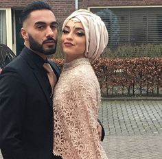 Find images and videos about couple and muslim+couples on We Heart It - the app to get lost in what you love. Bridal Hijab, Hijab Bride, Turban Hijab, Cute Muslim Couples, Cute Couples, Muslim Fashion, Hijab Fashion, Korean Fashion, Internship Fashion
