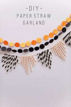 DIY Halloween Paper Straw Garland via Tell Love and Party Holidays Halloween, Halloween Crafts, Halloween Decorations, Paper Party Decorations, Diy Halloween Garland, Straw Decorations, Pumpkin Decorations, Halloween Parties, Spooky Halloween