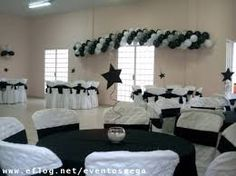 Resultado de imagem para decoraçao 15 anos preto branco e dourado