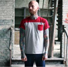 [TOTD] Color Me Dead Pocket Tee  Ca faisait un bon moment qu'on avait pas mis en avant un pocket tee ! Celui-ci nous vient de chez Death Shred, un label belge bien cool que nous avions présenté début 2011 sur Grafitee. « Color Me Dead Pocket Tee » est décliné en rouge et en gris foncé. Parfait pour un look à la fois streetwear et habillé...  http://www.grafitee.fr/tee-shirt/color-me-dead-pocket-tee/  #TOTD #lifestyle #fashion #pocket #tee #Belgium #DeathShred