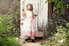 An Alice in Wonderland Themed Shoot - White Rabbit Photo Boutique