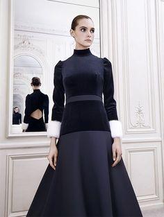 93697e49fb Amoureuse de la beauté et des traditions, Delphine Manivet dessine des  robes de mariée au style romantique, moderne et intemporel à la fois.