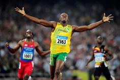 Usain Bolt of Jamaica celebrates winning men's 200m final at Beijing 2008 Olympic Games - Dylan Martinez/Files/Reuters El jamaicano Usain Bolt gana la final de los 200 m masculinos en los Juegos Olímpicos de Pekín 2008.