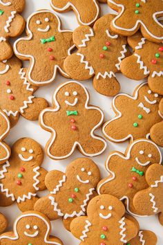 From traditional recipes like Vanillekipferl and Pfeffernüsse to twists on classics like our Caramel Gingerbread Cookie Bars, you'll want to bake these easy German cookie recipes all year long. Best Gingerbread Cookies, Fun Cookies, Holiday Cookies, Sugar Cookies, Gingerbread Recipes, Cookies Soft, Gingerbread Trifle, Almond Cookies, Gingerbread Houses