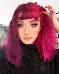 ARCTIC FOX HAIR COLOR split dye is back baby 😈💓 virgin pink & violet dream mixed with ritual 🧚🏻♀️ hair color Fox Hair Dye, Pink Hair Dye, Hair Color Pink, Hair Dye Colors, Cool Hair Color, Purple Hair, Bright Pink Hair, Arctic Fox Haarfarbe, Split Dyed Hair