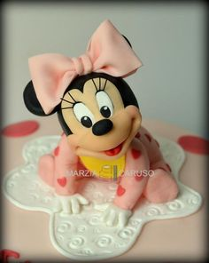 baby Minnie Cake Topper Tutorial, Cake Toppers, Baby Minnie Mouse Cake, Theme Mickey, Chocolate Art, Disney Cakes, Mickey Mouse And Friends, Fondant Figures, Sugar Craft