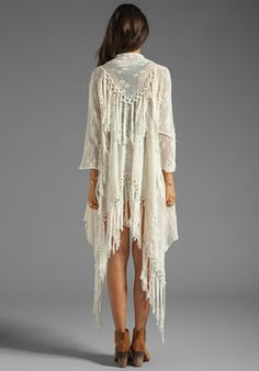 Crochet Tassel Kimono (i am totally DIYing this) Love he tassels! at the shoulders!