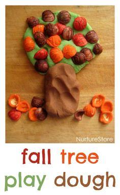 Autumn play dough recipe: trees with pasta leaves An easy autumn play dough recipe with dyed pasta leaves to make fall trees - beautiful sensory play