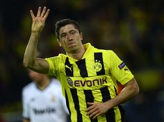 On fire: Robert Lewandowski scored all four goals as Dortmund crushed Real Madrid in their semi-final first leg Real Madrid Champions League, Uefa Champions League, Robert Lewandowski, Real Madrid Highlights, Soccer Highlights, Soccer League, Soccer Players, Soccer News, Football Pictures
