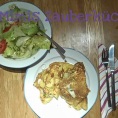 Pancake with leek and Paprika. And Salat Pancakes, Healthy Food, Meat, Chicken, Pancake, Healthy Foods, Healthy Eating, Good Food, Buffalo Chicken