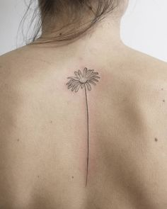 Some Of The Coolest Back Tattoos For Women That You Need To Check Out Some Of The Coolest Back Tattoos For Women That You Need To Check Out Fashionterest Tattoo Ideas If you nbsp hellip Best Neck Tattoos, Cool Back Tattoos, Mom Tattoos, Body Art Tattoos, Small Tattoos, Tatoos, Spine Tattoo For Men, Neck Tattoo For Guys, Tattoos For Guys