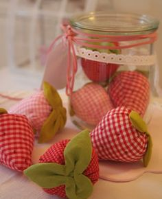 My Country Cottage Garden: Do you like strawberries? Fabric Crafts, Sewing Crafts, Cute Crafts, Diy Crafts, Craft Projects, Sewing Projects, Strawberry Patch, Strawberry Crafts, Country Cottage Garden