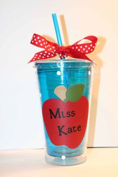 CUSTOM ORDER for Kristin Collins – Personalized teacher gift – Insulated cup with apples and po - Waffeln Rezept Easy Gifts, Creative Gifts, Creative Ideas, Teacher Thank You, Teacher Stuff, Fundraising Crafts, Personalized Teacher Gifts, Blue Cups, Insulated Cups