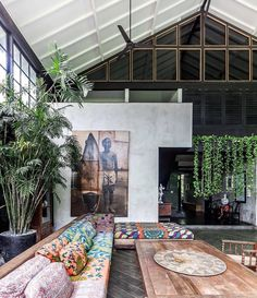 A modern and bright apartment with wooden details - Page 10 of 49 Eine moderne und helle Wohnung mit Best Home Interior Design, Apartment Interior Design, Interior Doors, Interior Paint, Casa Hipster, Balinese Interior, Bright Apartment, Retro Home Decor, Tropical Houses