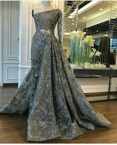 Get inexpensive #replicas of haute couture evening gowns here. Custom #eveningdresses for less at www.dariuscordell.com