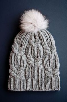 Karelle Knitulator looks chic # caps: # Hat knitting # Pudelmütze # Bobble hat Always wanted to learn to knit, although not sure. Knitting Stitches, Knitting Designs, Free Knitting, Baby Knitting, Small Knitting Projects, Crochet Baby Bonnet, Knit Or Crochet, Crochet Hats, Free Crochet