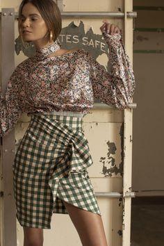 Silvia Tcherassi Pre-Fall 2018 Fashion Show Collection: See the complete Silvia Tcherassi Pre-Fall 2018 collection. Look 38 Autumn Fashion 2018, Spring Fashion, Fashion Outfits, Womens Fashion, Fashion Tips, Fashion Ideas, Fashion Details, Fashion Design, Cool Style