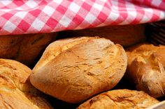 Pistolets van piet Huysentruyt Thermomix Bread, Bread Cake, Bread And Pastries, No Bake Desserts, Bread Recipes, Good Food, Brunch, Appetizers, Sandwiches