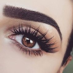 How To Make Your Eyes Look Bigger Try and avoid dark colors like blacks and grays. However, you can use soft browns for the crease. Don't overload on the eyeliner. This only makes the eyes look smaller. Full lashes help to open up the eyes more so use the …