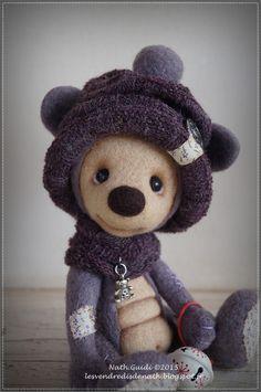 Andy, petit ours de collection en laine feutrée, bonnet violet : Autres art par les-vendredis-de-nath