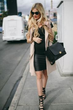 Sleeveless Trench - Barefoot Blonde by Amber Fillerup Clark Baby Bump Style, Mommy Style, Maternity Wear, Maternity Fashion, Chic Maternity, Spring Maternity, Sleeveless Trench Coat, Barefoot Blonde, Chanel
