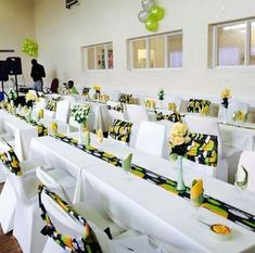 African Wedding Theme, African Wedding Attire, African Theme, Traditional Wedding Decor, African Traditional Wedding, Africa Theme Party, Rustic Wedding Decorations, Table Decorations, African Home Decor