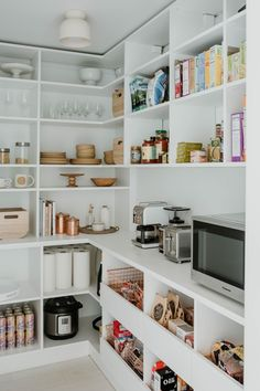 Organize your pantry with California Closets! Utilize your space while maintaining the beauty of your home. Kitchen Pantry Design, Kitchen Organization Pantry, Diy Kitchen Storage, Home Decor Kitchen, Home Kitchens, Organized Pantry, Dream Kitchens, Kitchen With Pantry, Storage Room Ideas
