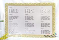 Lista cu asezarea invitatilor la mese cu model verde Elegant Chandelier. Lista este perlata si se potriveste perfect pentru o nunta eleganta, cu aer imperial.