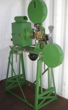 Very rare1914 Gaumont vert Movie Projector