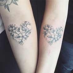 43 Cool Sibling Tattoos You& Want to Get Right Now Cool Sibling Tattoos You'll Want to Get Right NowNext, we have a vibrant floral tattoo Twin Tattoos, Sibling Tattoos, Mom Tattoos, Future Tattoos, Tattoo You, Body Art Tattoos, Heart Tattoos, Fingers Tatoo, Matching Best Friend Tattoos