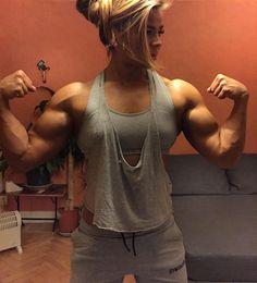 "6ft1swell: "" musclegirlsinmotion: "" @sophiearvebrink Just flexin'  "" Just cummin """