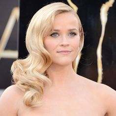 All the Ladies on the Oscars Red Carpet So Far!: Reese Witherspoon on the red carpet at the Oscars Oscar Hairstyles, Retro Hairstyles, Down Hairstyles, Wedding Hairstyles, Retro Curls, Retro Waves, Vintage Waves, Side Swept Curls, Park