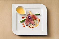 Entler - Ein Restaurant Schlüsselgasse 2 1040 WIEN Restaurant, Vienna, Plastic Cutting Board, Food, Meal, Diner Restaurant, Essen, Supper Club, Dining Room