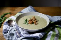 Jerusalem Artichoke & Rosemary Soup with Whole-Grain Croutons. Vegan comfort for the winter. Veggie Recipes, Gluten Free Recipes, New Recipes, Soup Recipes, Vegetarian Recipes, Vegan Soups, Artichoke, Soups And Stews, Jerusalem