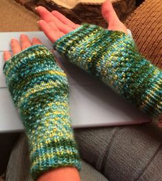 Free Knitting Pattern for Easy Half-Linen Cozies - Fingerless mitts knit with a variation of the linen stitch with ribbing at cuffs and fingers for fit. Worsted weight yarn. Designed by libby blossom. Rated very easy by RavelrersPictured projectbyhidwood who has some notes.
