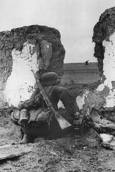 A German soldier fighting in the Crimea area, 1941