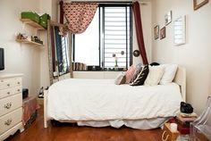 Tour Fashion Bloggers Christina Cardona and Bonnie Barton's Apartment | TeenVogue.com