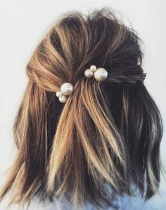 Idée Tendance Coupe & Coiffure Femme 2018 : : We do not look only at the. Idée Tendance Coupe & Coiffure Femme 2018 : : We do not look only at the clothing nor consider only shoes and handbags the ma Hair Inspo, Hair Inspiration, Loose Braids, Simple Braids, About Hair, Hair Day, Pretty Hairstyles, Classic Hairstyles, Bobby Pin Hairstyles