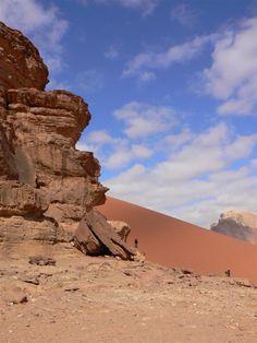 Duna roja.  Desierto de Wadi Rum - Jordania.
