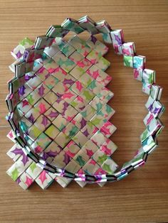 Candywrapper.dk Candy Wrapper Purse, Candy Bags, Candy Wrappers, Recycled Magazines, Paper Purse, Purse Tutorial, Diy Purse, Origami, Handmade Bags