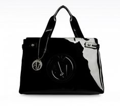 http://static.stylosophy.it/stbags/fotogallery/625X0/132515/handbag-nera-in-pvc.jpg