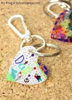 Children's Artwork Keychain {Perfect Keepsake} - My Frugal Adventures Kids Fathers Day Crafts, Fathers Day Gifts, Parent Gifts, Childrens Artwork, Kids Artwork, Daddy Gifts, Gifts For Kids, Summer Crafts, Holiday Crafts