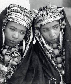 Femmes Berberes en costume de féte 1940