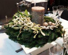 Dekoracja stołu..... #kwiaciarniavivaldi #stół #wianekdekoracyjny #kompozycje